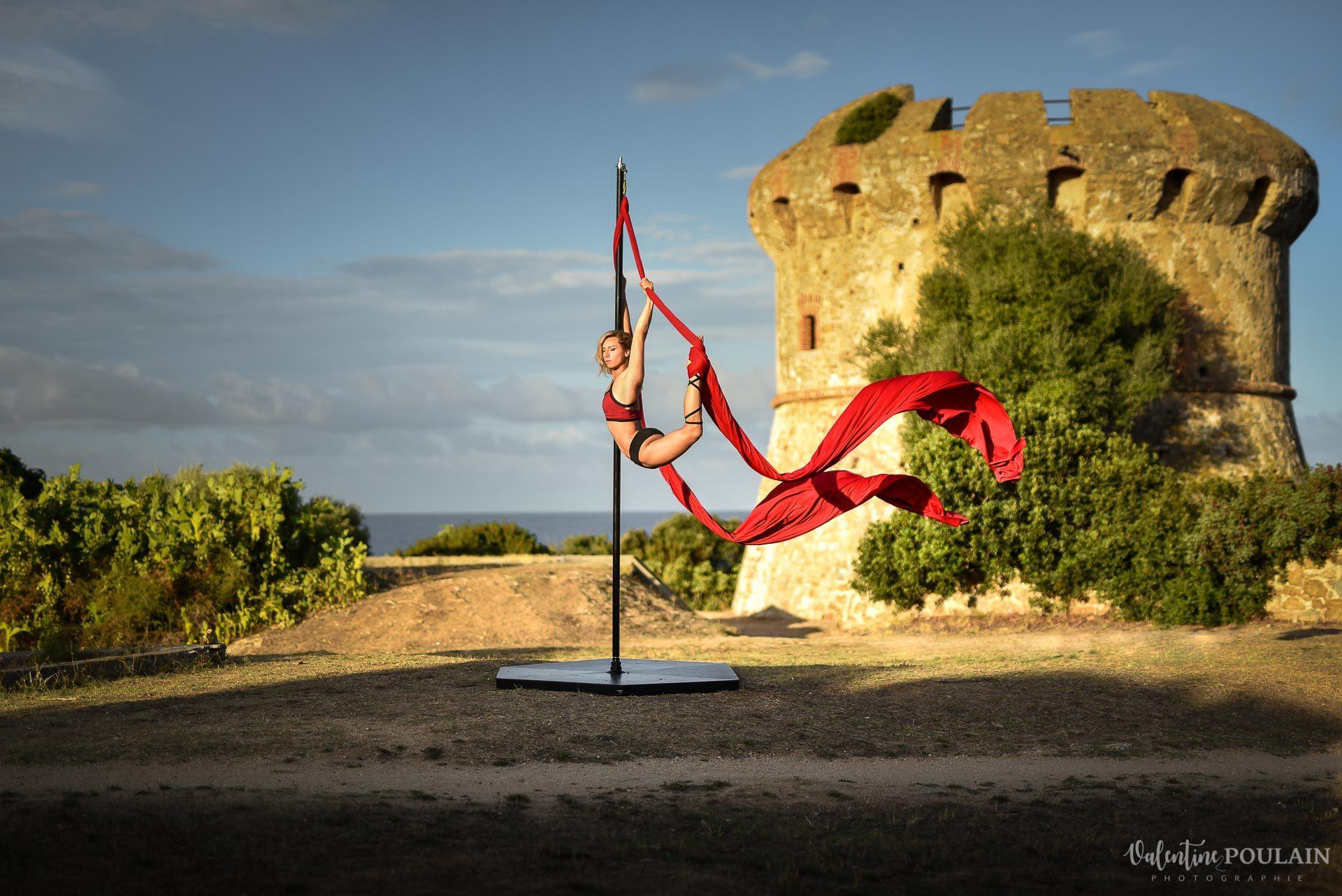 Shooting pole dance Corse Portrait - Valentine Poulain tour Capitello