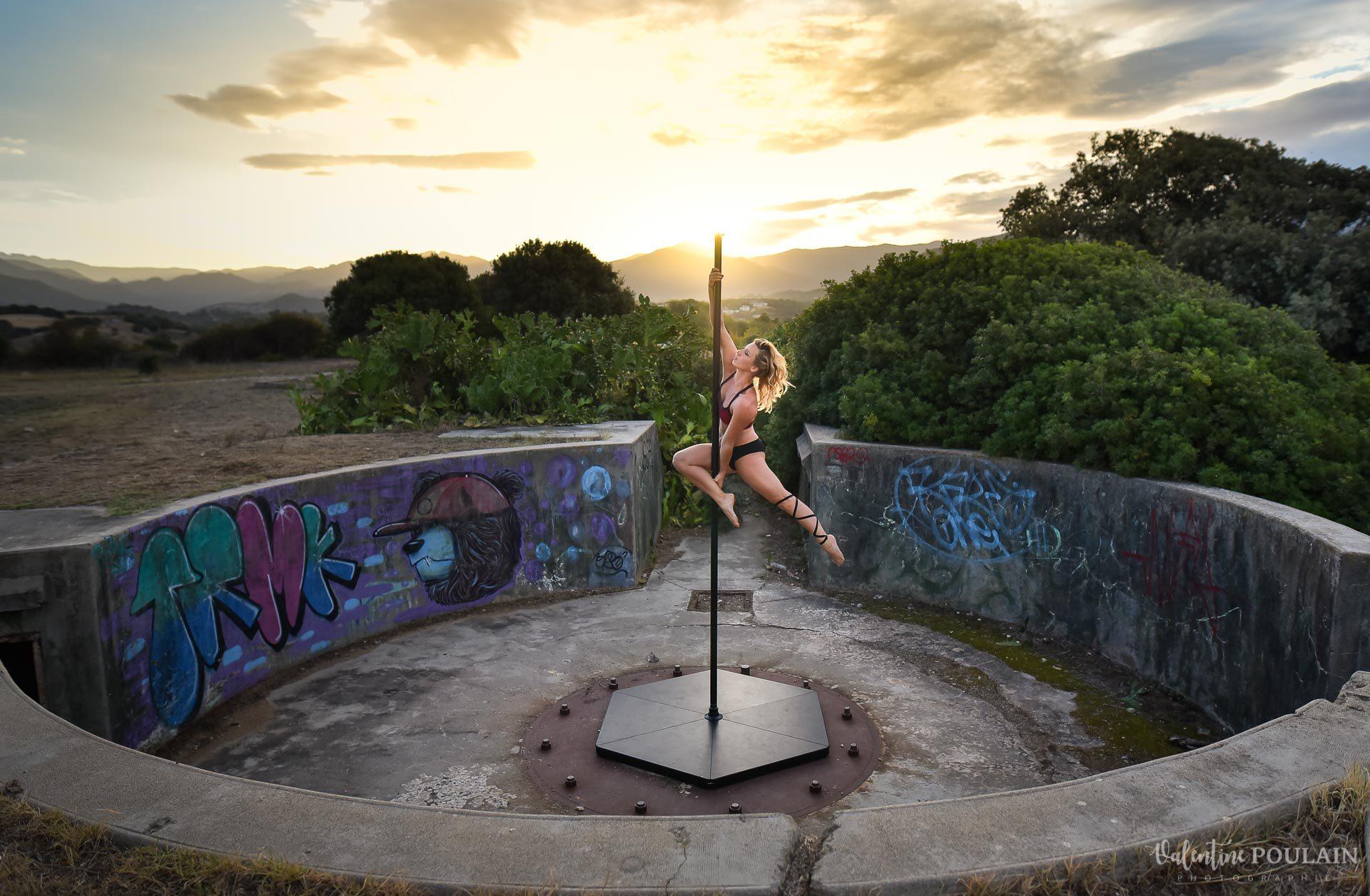 Shooting pole dance Corse Portrait - Valentine Poulain heroine