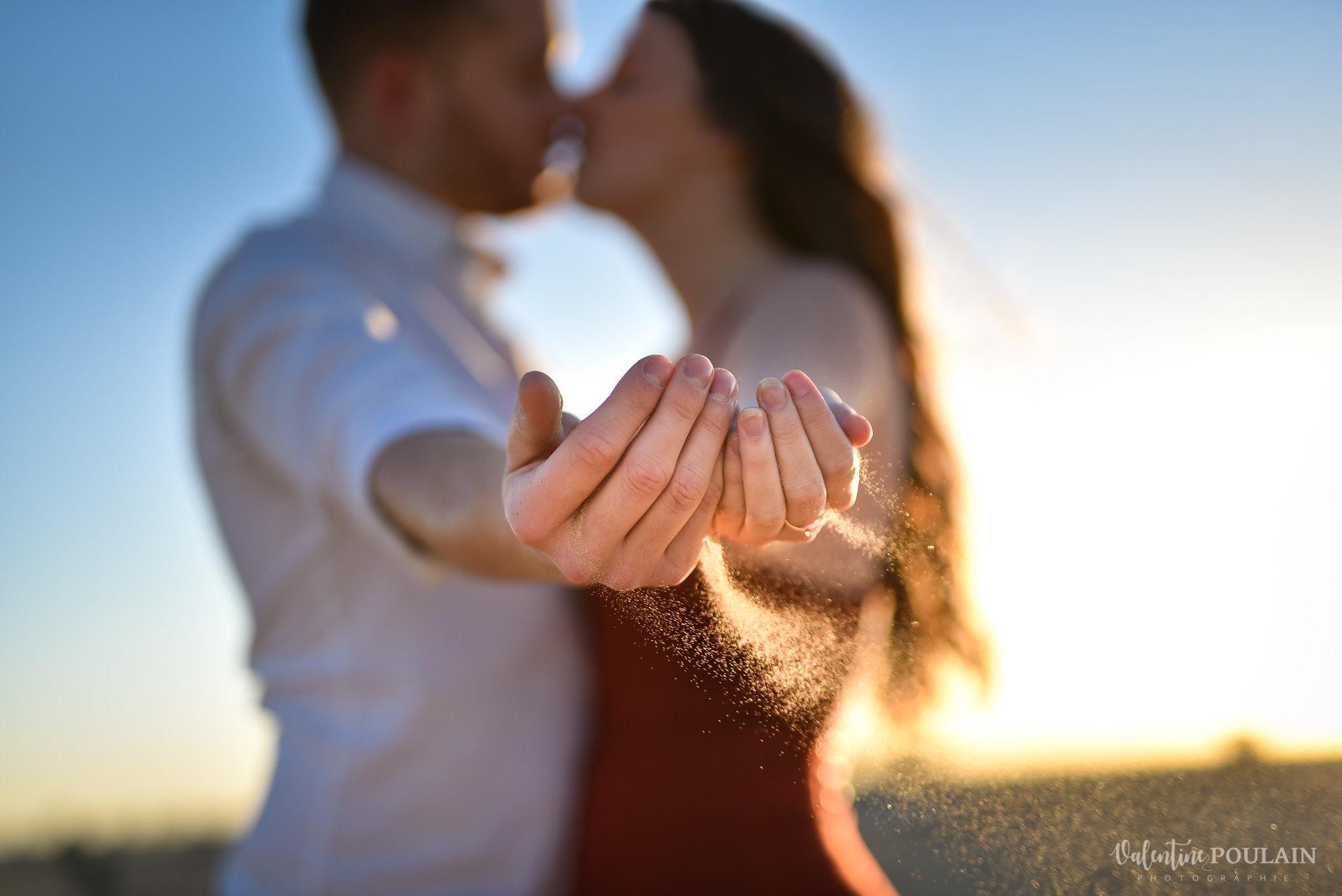 Demande en mariage Désert Dubaï - Valentine Poulain mains