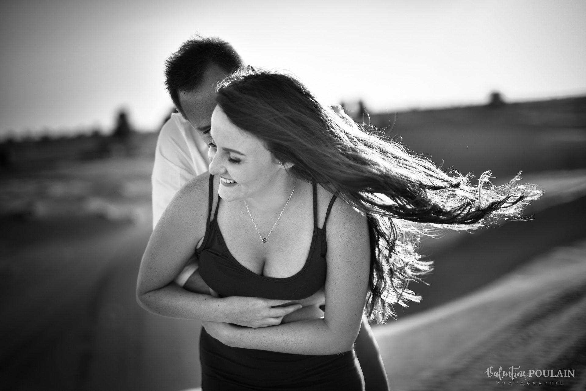 Demande en mariage Désert Dubaï - Valentine Poulain noir et blanc