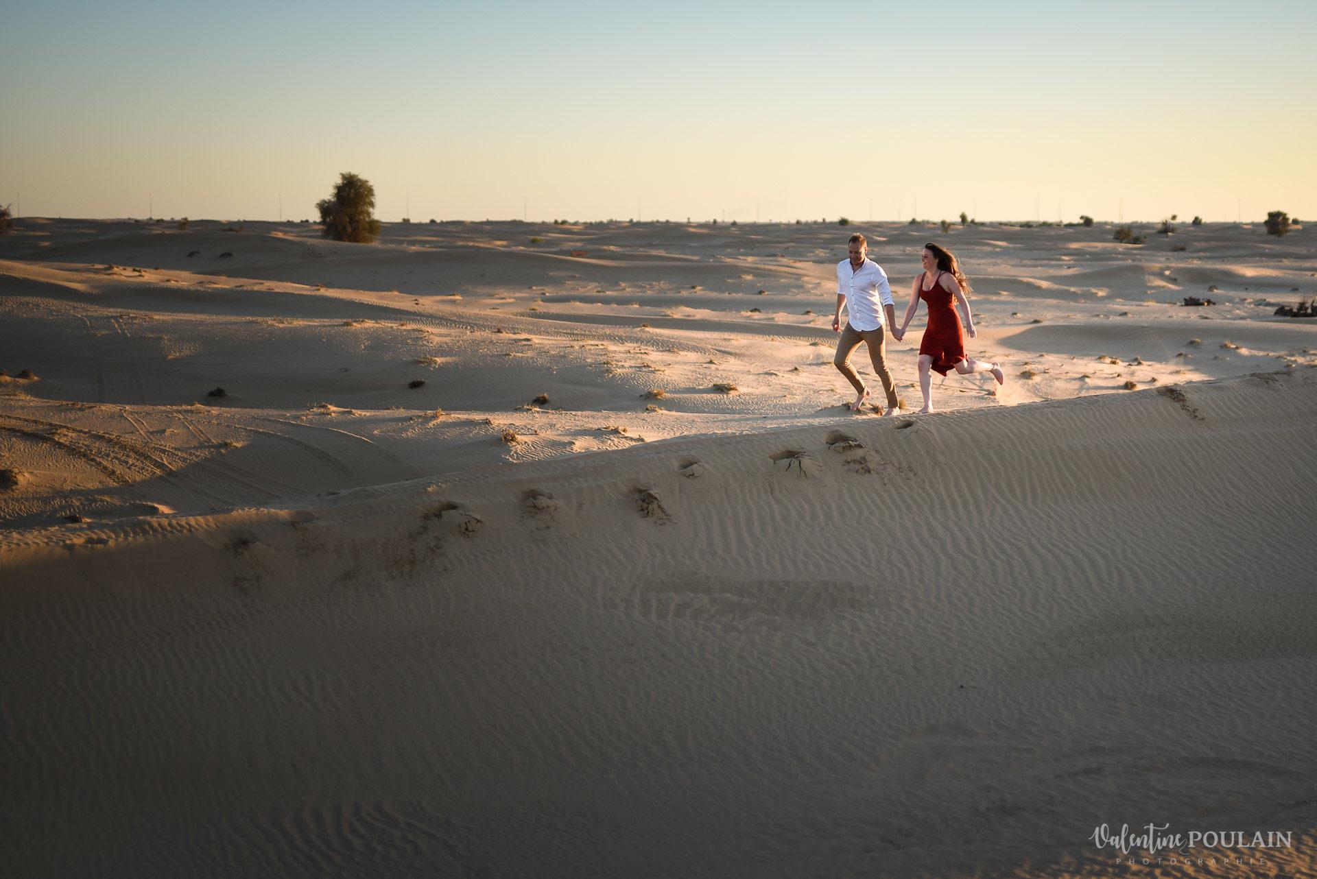 Demande en mariage Désert Dubaï - Valentine Poulain courent