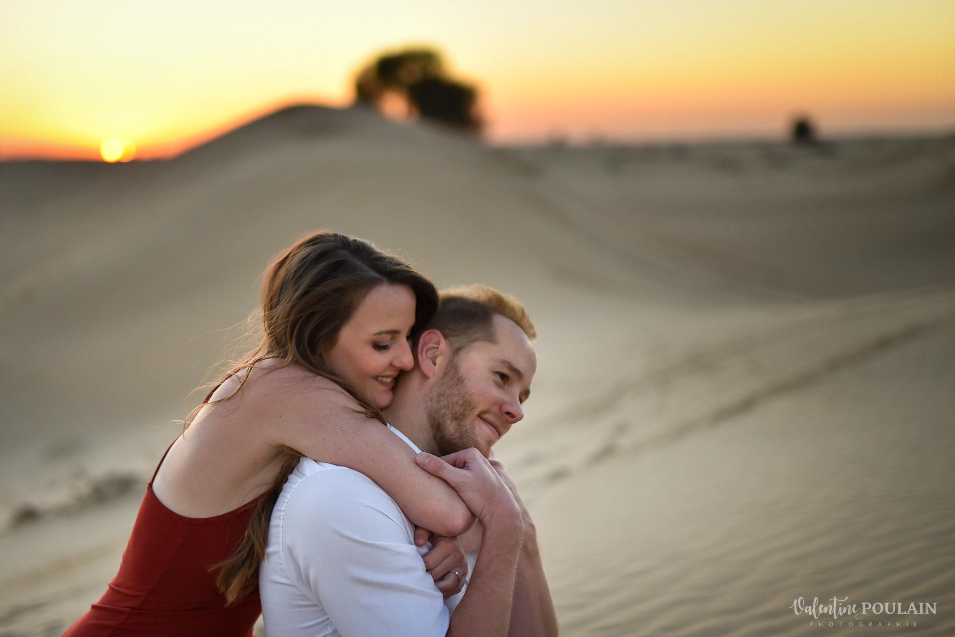 Demande en mariage Désert Dubaï - Valentine Poulain calin