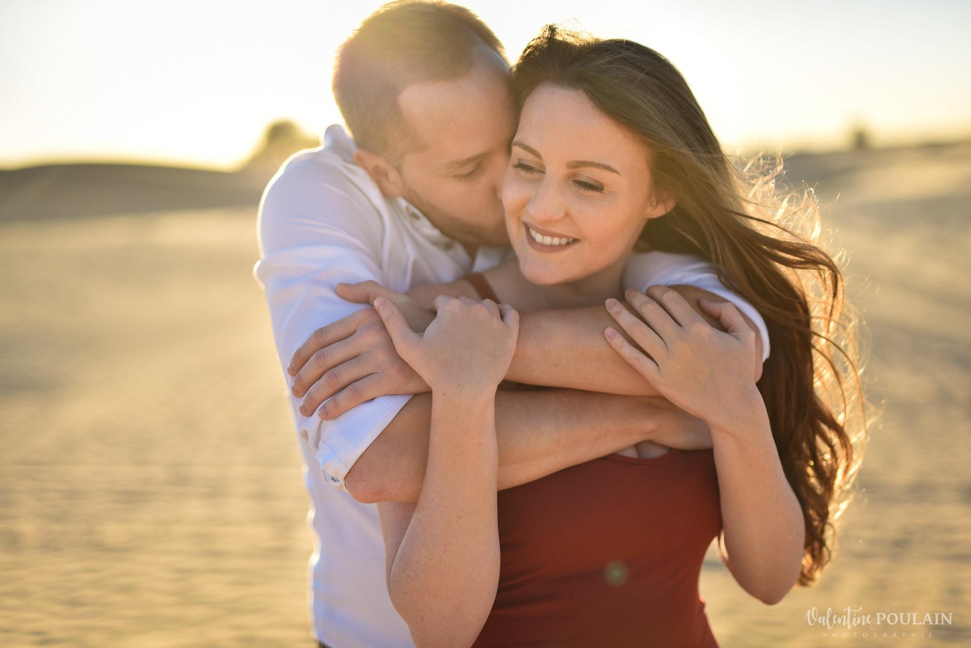 Demande en mariage Désert Dubaï - Valentine Poulain heureuse