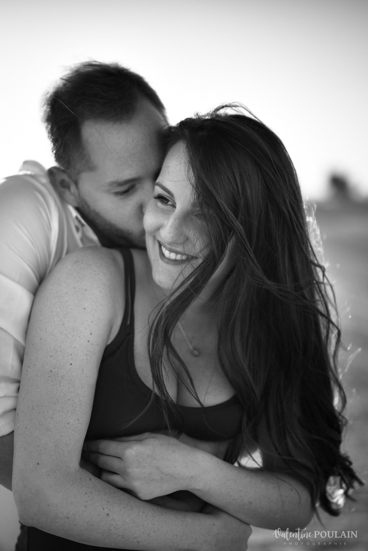 Demande en mariage Désert Dubaï - Valentine Poulain n&b