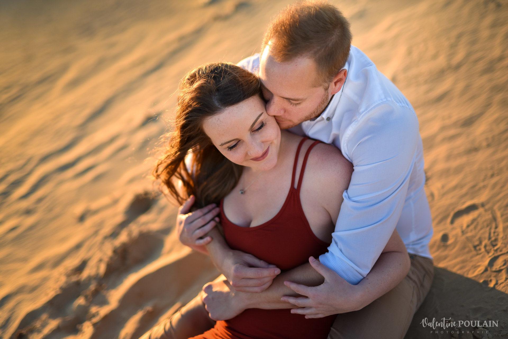 Demande en mariage Désert Dubaï - Valentine Poulain assis