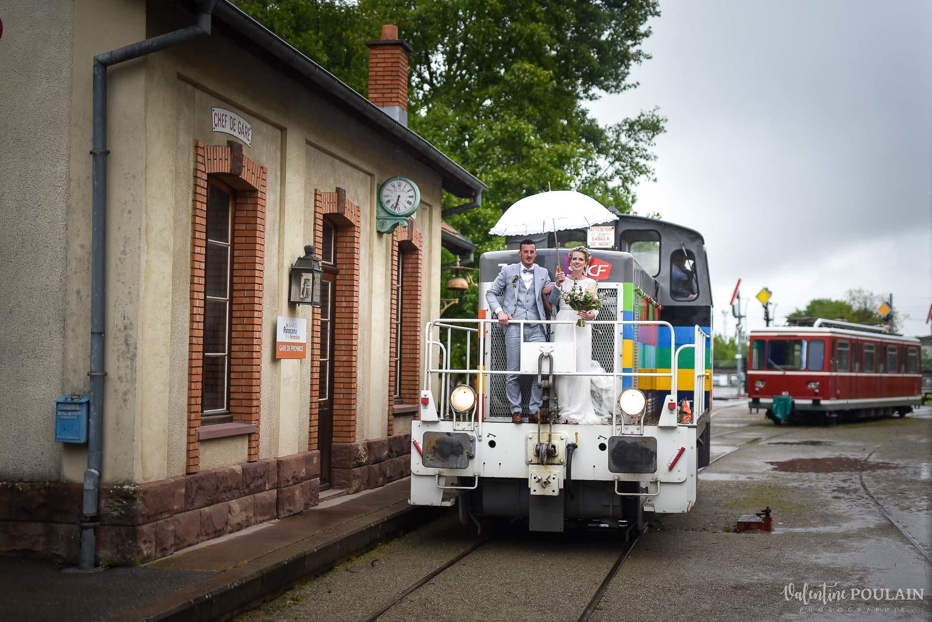 Mariage cité du train arrivée locomotive - Valentine Poulain