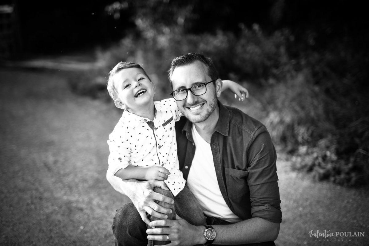 Seance grossesse famille père et fils - Valentine Poulain