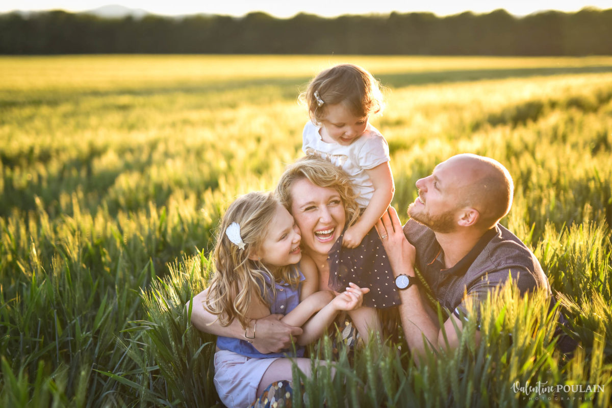 Séance photo Famille champs blé - Valentine Poulain dorée