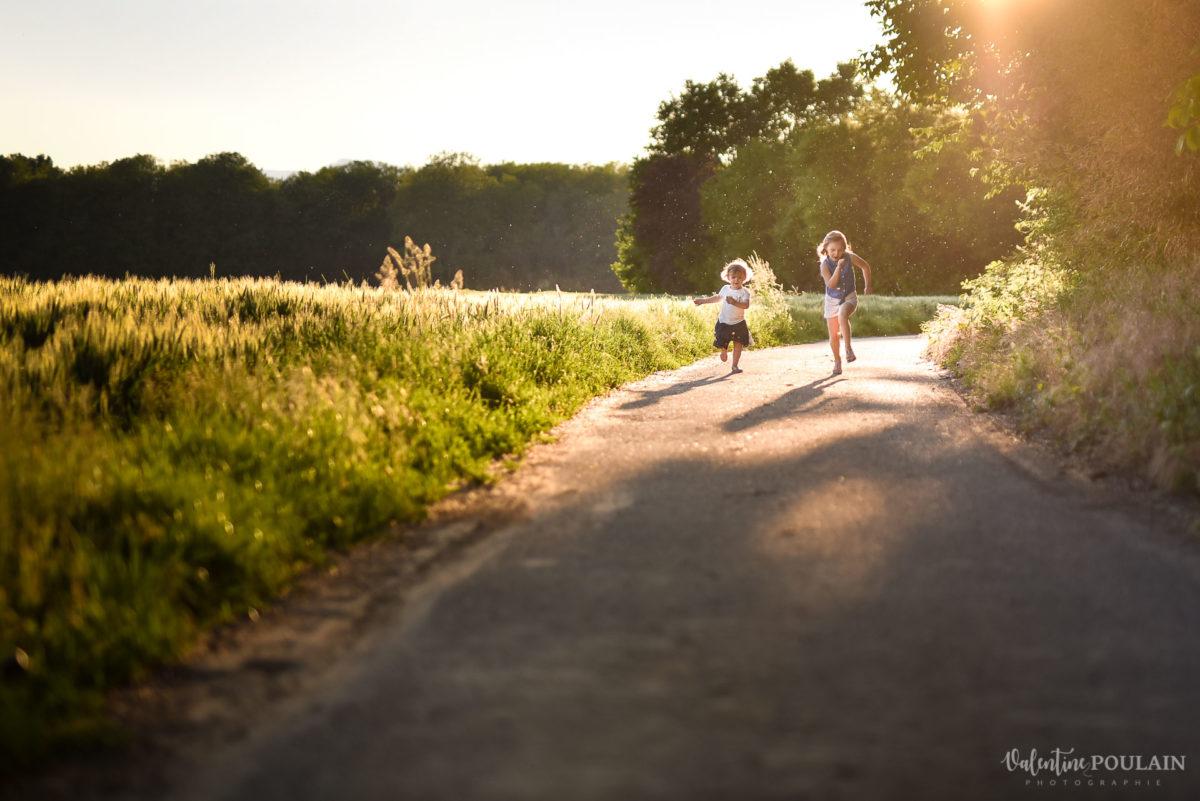 Séance photo Famille champs blé - Valentine Poulain courir