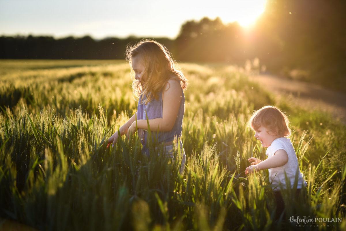 Séance photo Famille champs blé - Valentine Poulain marcher