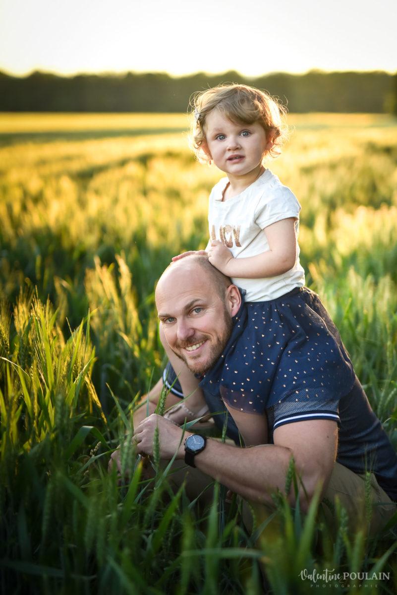 Séance photo Famille champs blé - Valentine Poulain épaules