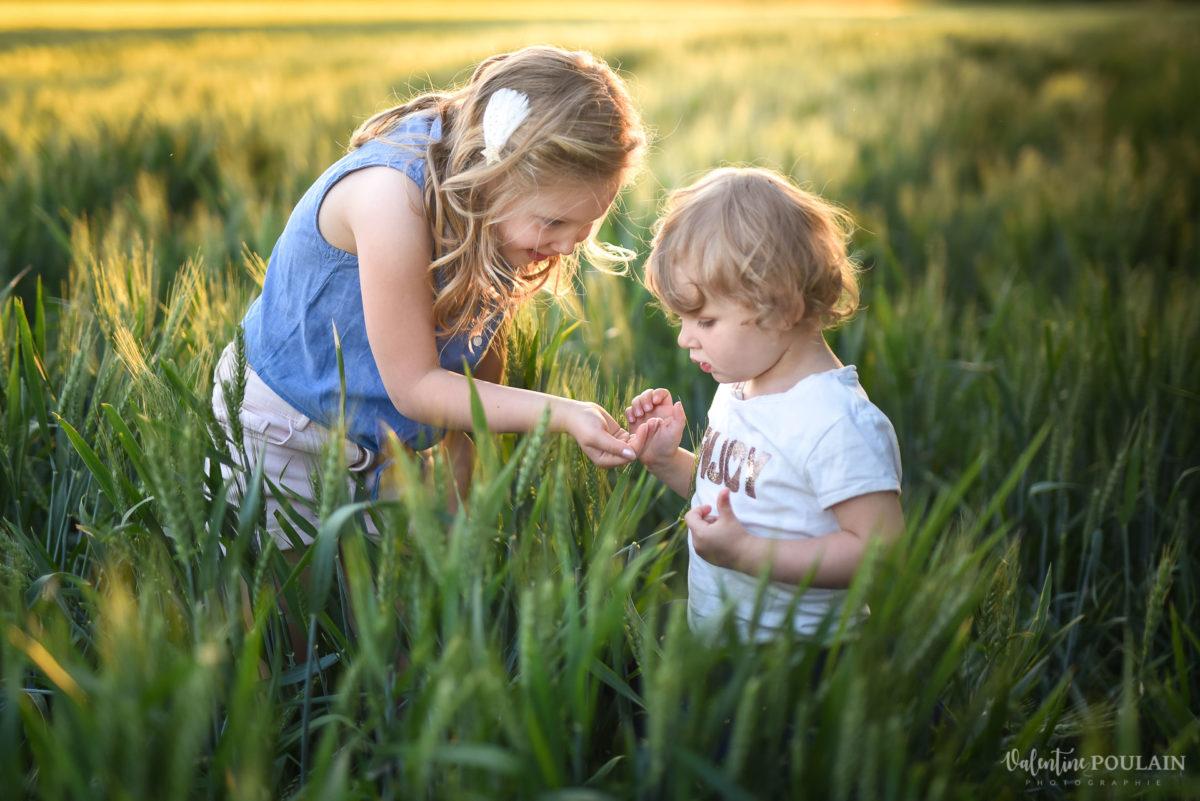 Séance photo Famille champs blé - Valentine Poulain coccinelle