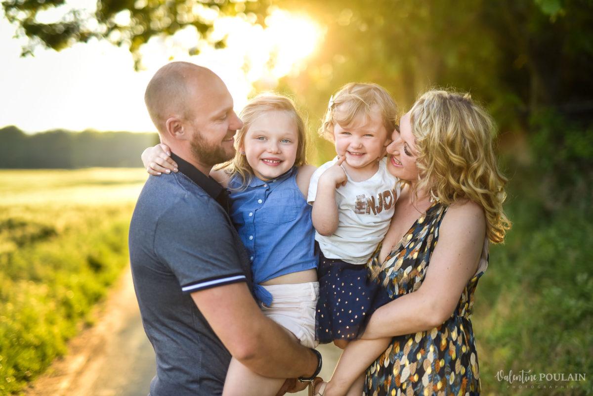 Séance photo Famille champs blé - Valentine Poulain coucher soleil