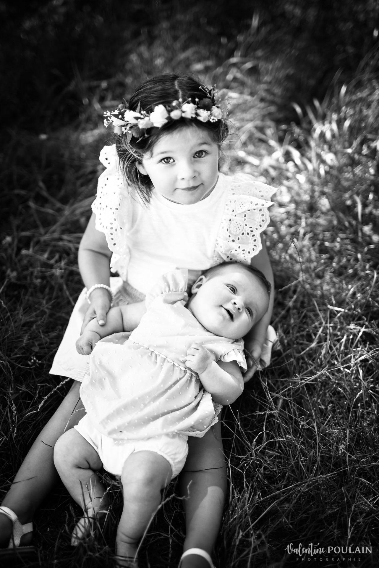 Shooting famille soeurs serre - Valentine Poulain noir et blanc