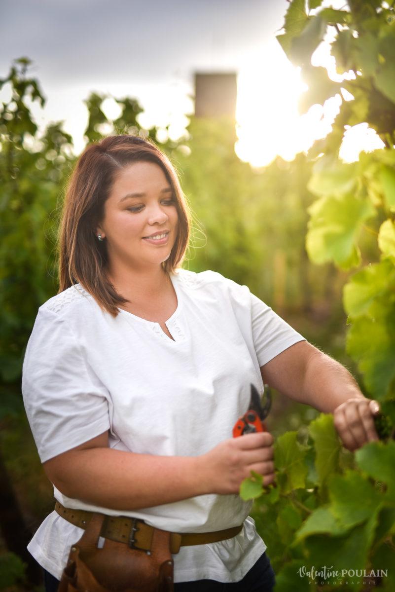 couper photo corporate Domaine vigneron - Valentine Poulain