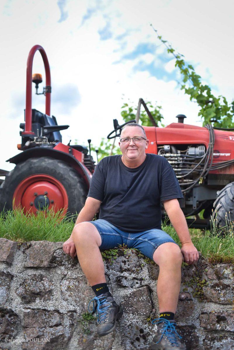 yves tracteur photo corporate Domaine vigneron - Valentine Poulain