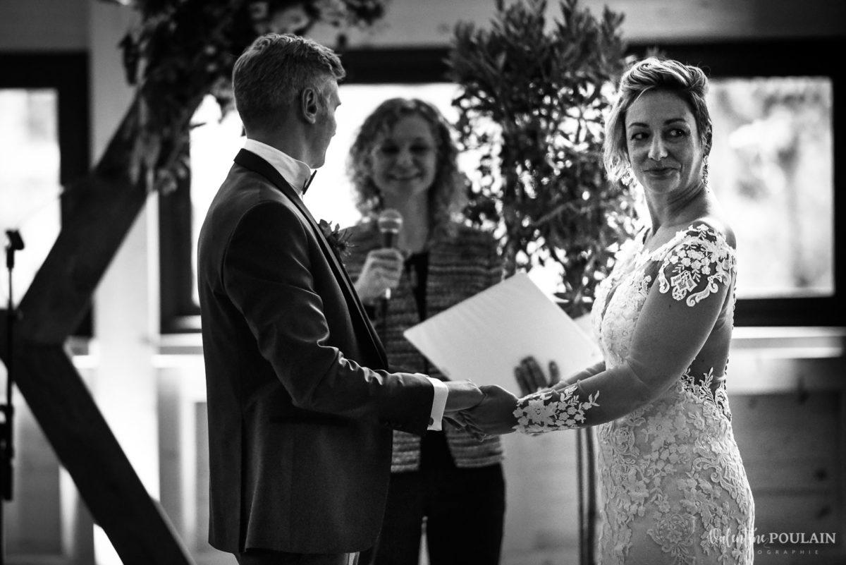 Mariage rock automne Domaine du Hirtz - Valentine Poulain cérémonie laïque regard