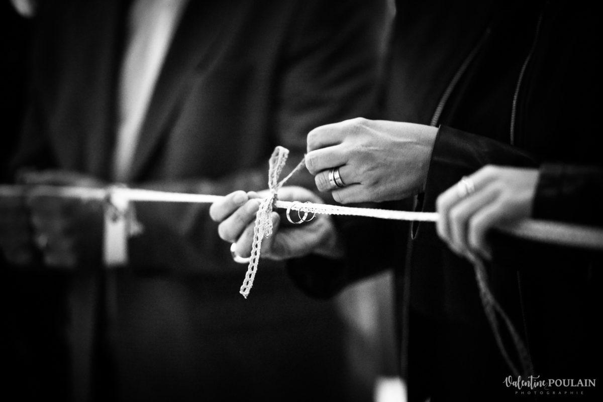 Mariage rock automne Domaine du Hirtz - Valentine Poulain cérémonie laïque alliance