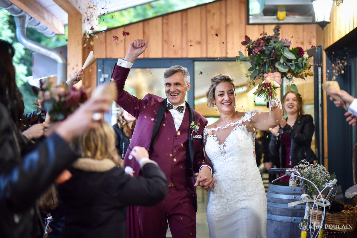 Mariage rock automne Domaine du Hirtz - Valentine Poulain cérémonie laïque sortie