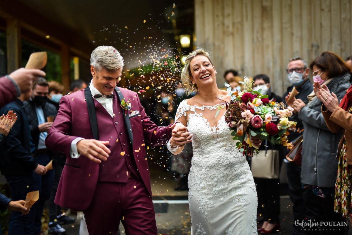 Mariage rock automne Domaine du Hirtz - Valentine Poulain cérémonie laïque sortie confetti