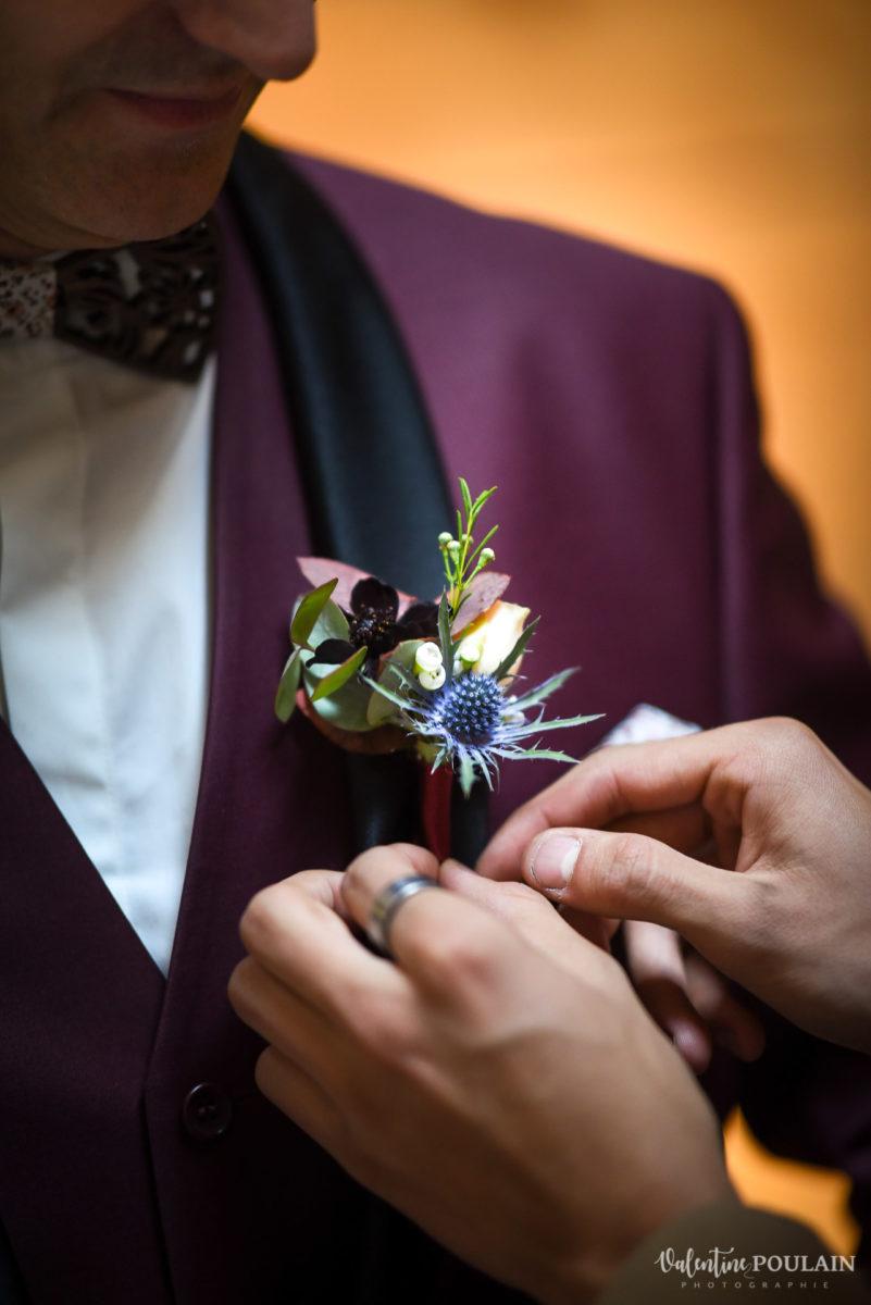 Mariage rock automne Domaine du Hirtz - Valentine Poulain préparatifs mariés boutonnière