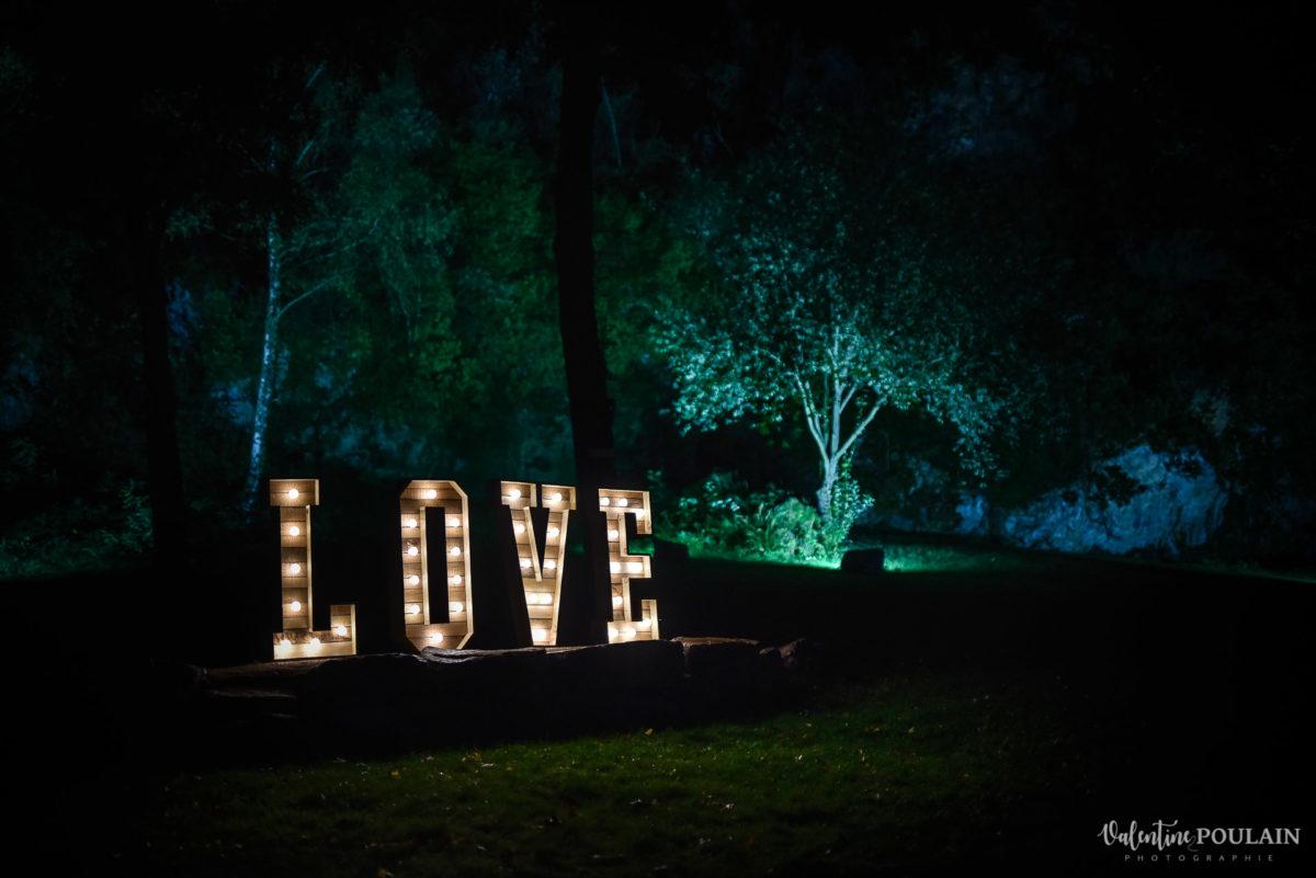 Mariage rock automne Domaine du Hirtz - Valentine Poulain LOVE lumineux
