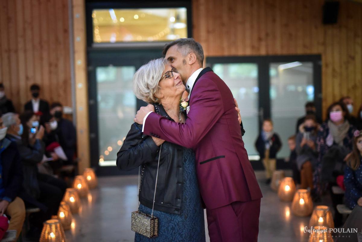 Mariage rock automne Domaine du Hirtz - Valentine Poulain mère cérémonie