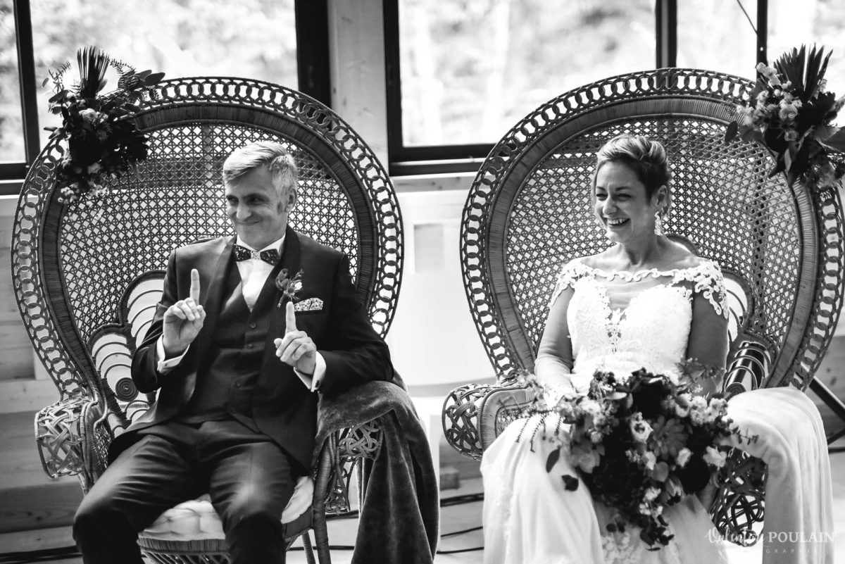 Mariage rock automne Domaine du Hirtz - Valentine Poulain cérémonie laïque noir et blanc