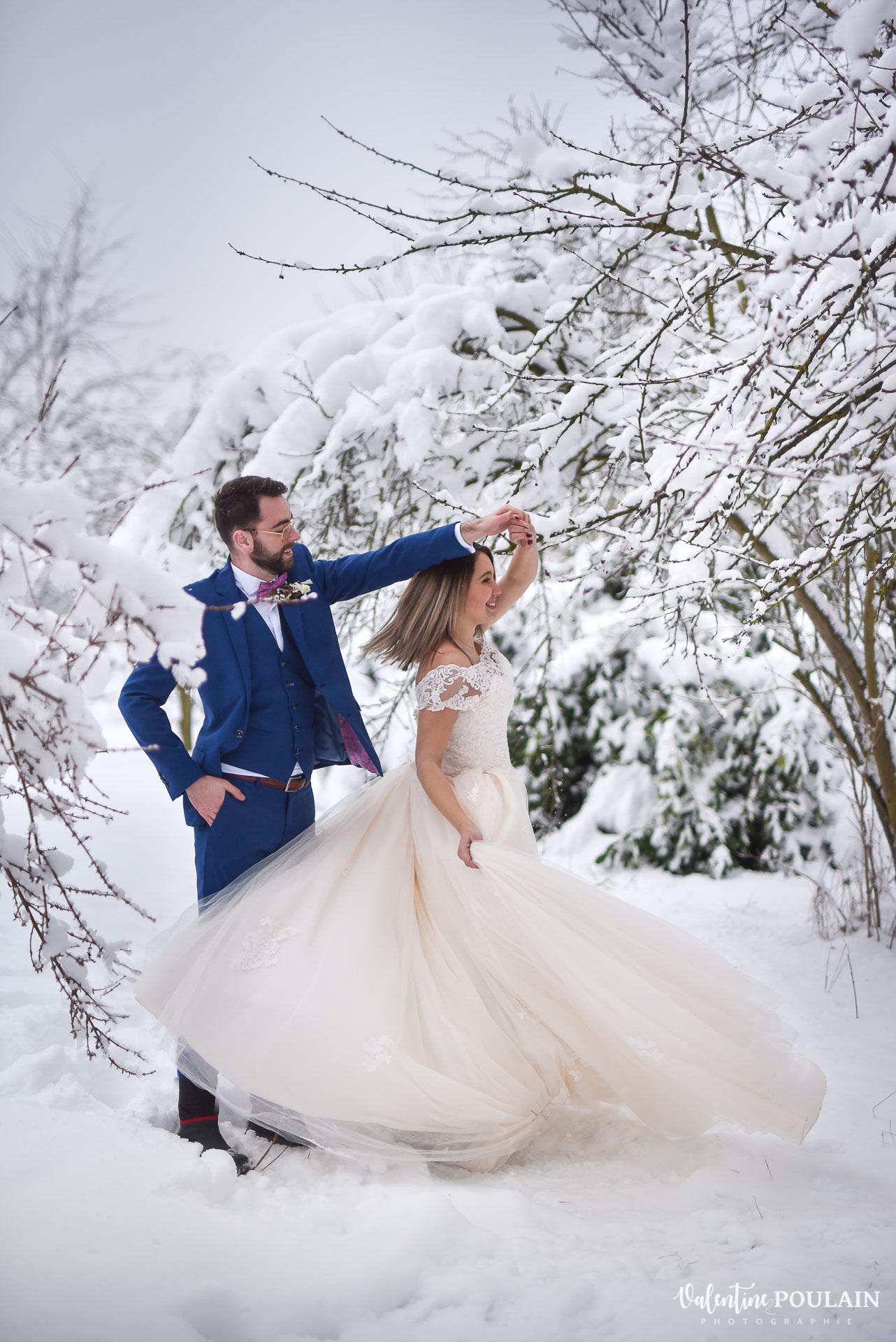 Photo mariage neige hiver - Valentine Poulain tourne
