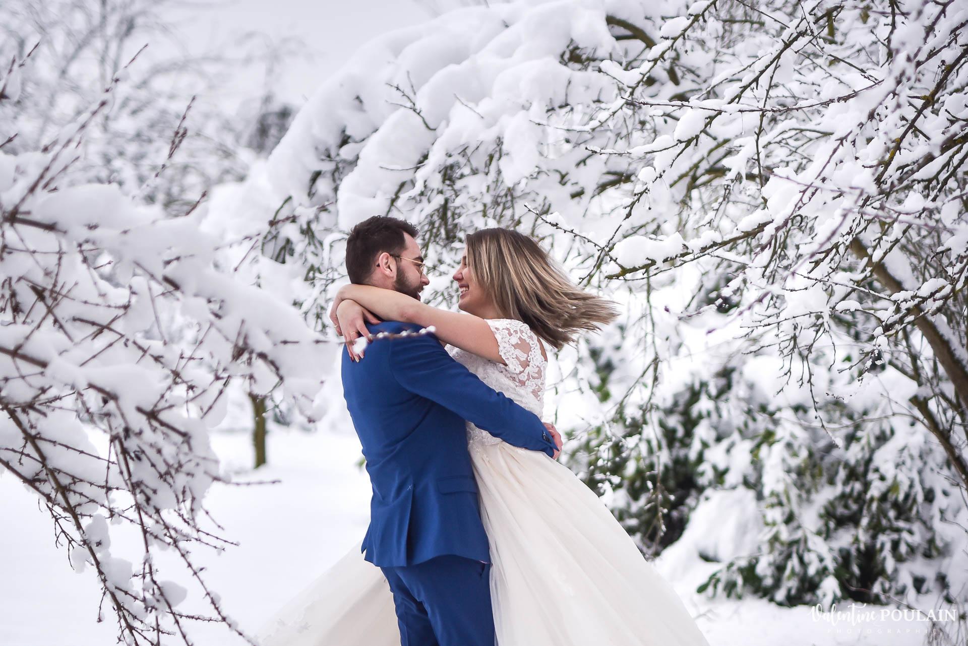 Photo mariage neige hiver - Valentine Poulain tourner