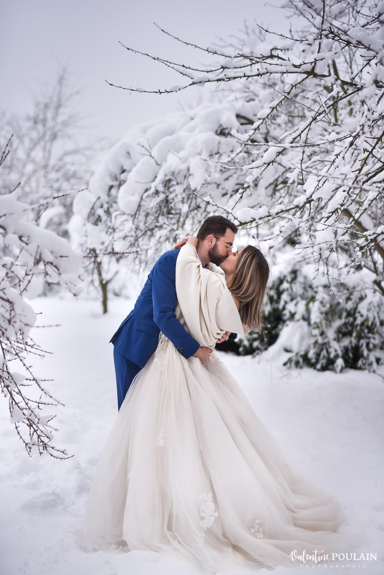Photo mariage neige hiver - Valentine Poulain conte de fée