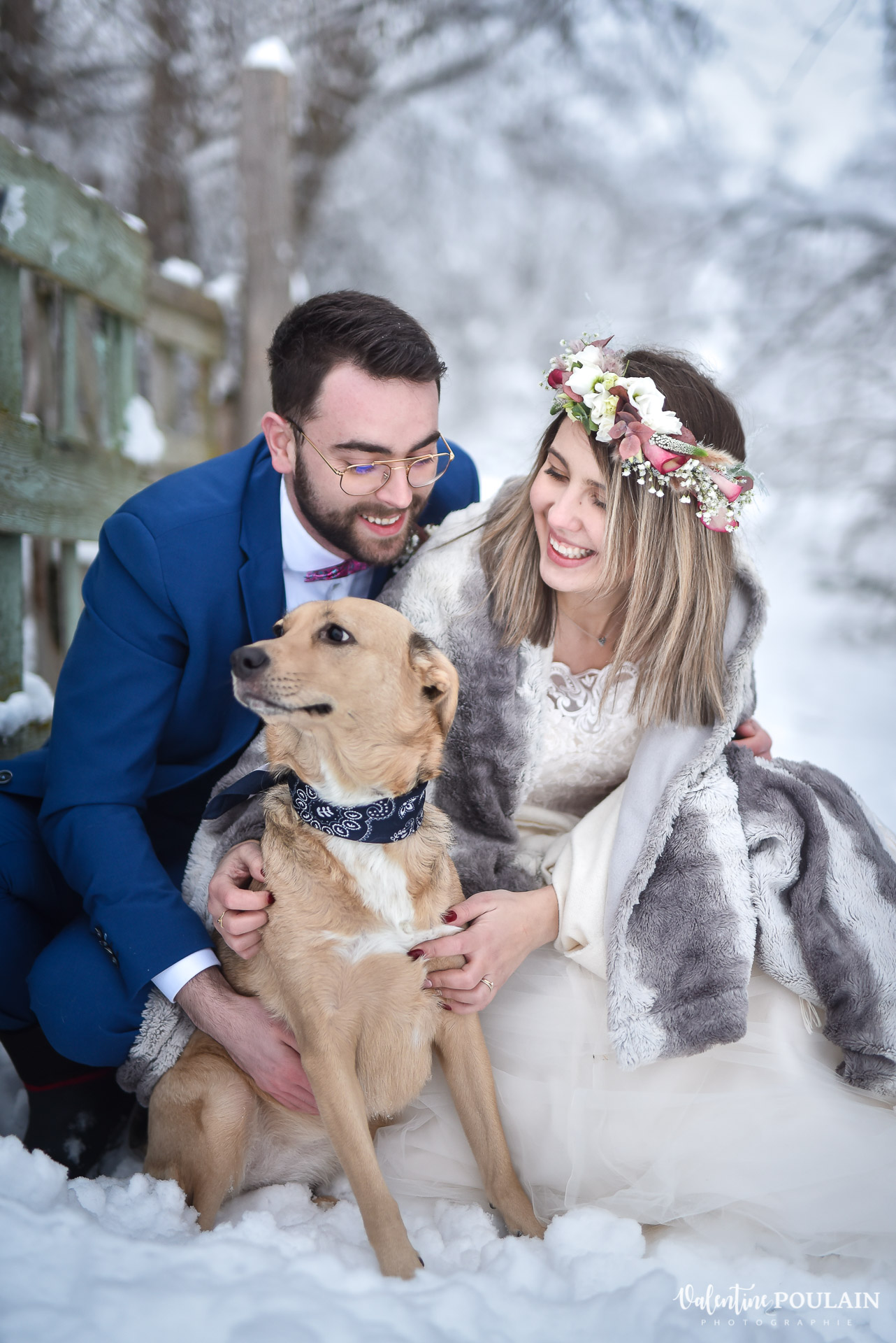 Photo mariage neige hiver - Valentine Poulain chien