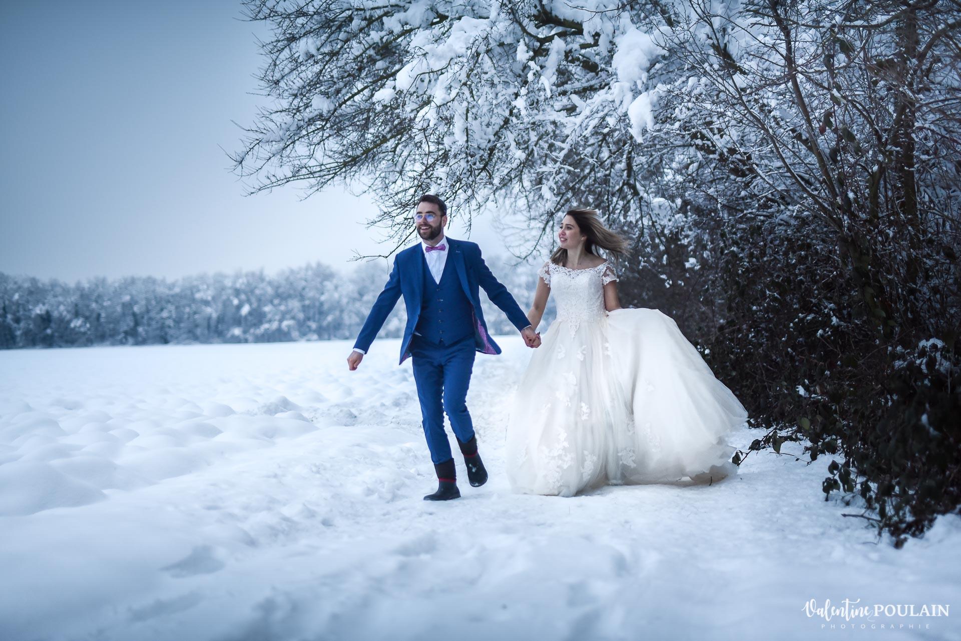 Photo mariage neige hiver - Valentine Poulain avancer