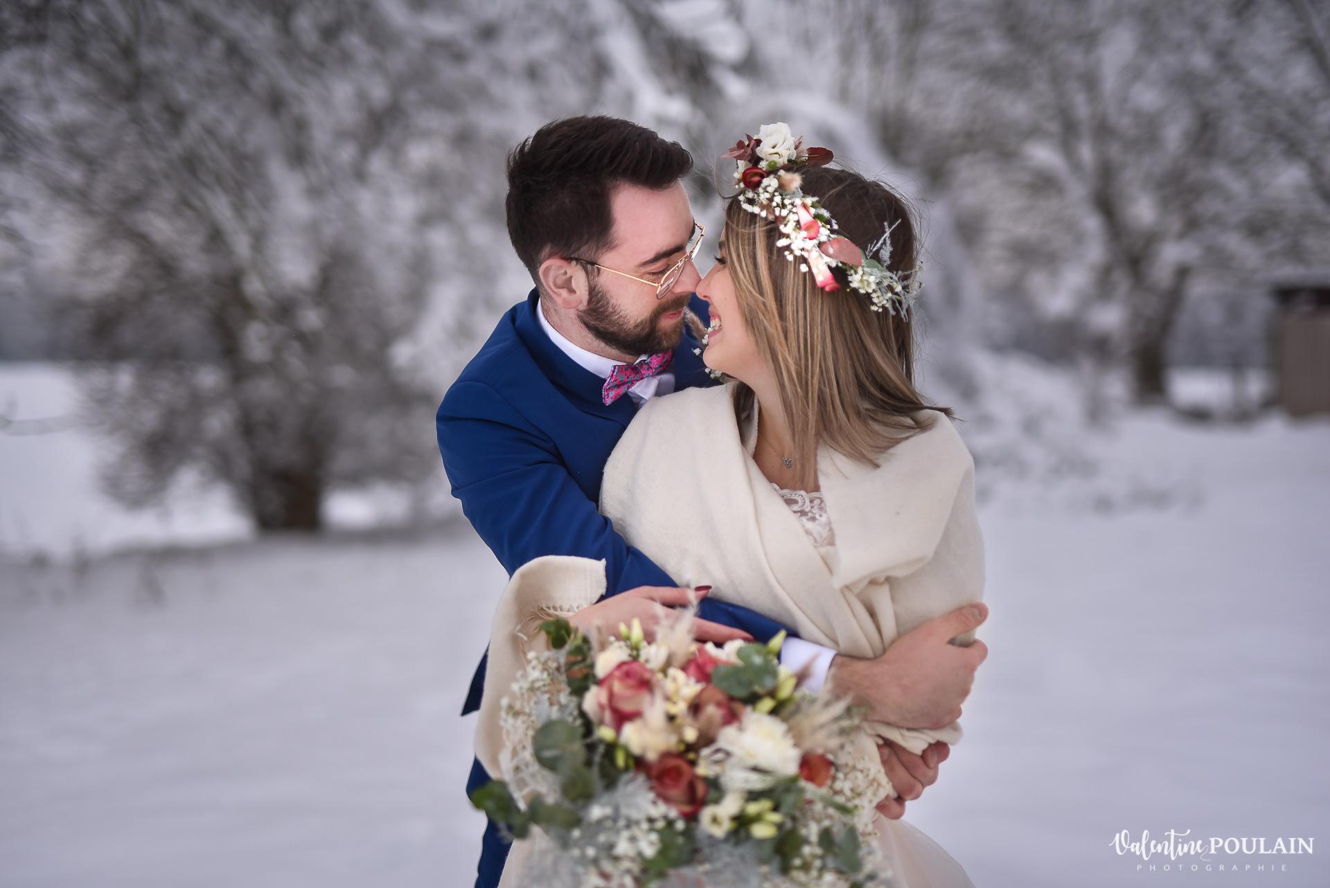 Photo mariage neige hiver - Valentine Poulain couple