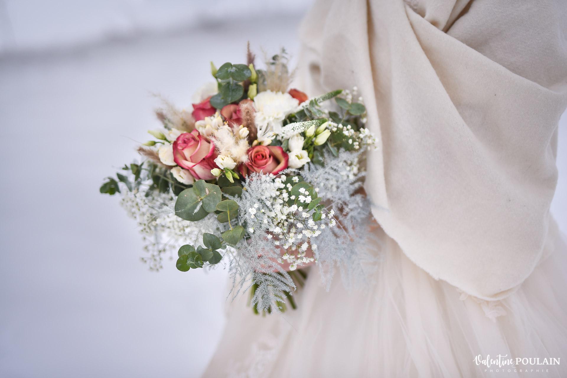 Photo mariage neige hiver - Valentine Poulain bouquet