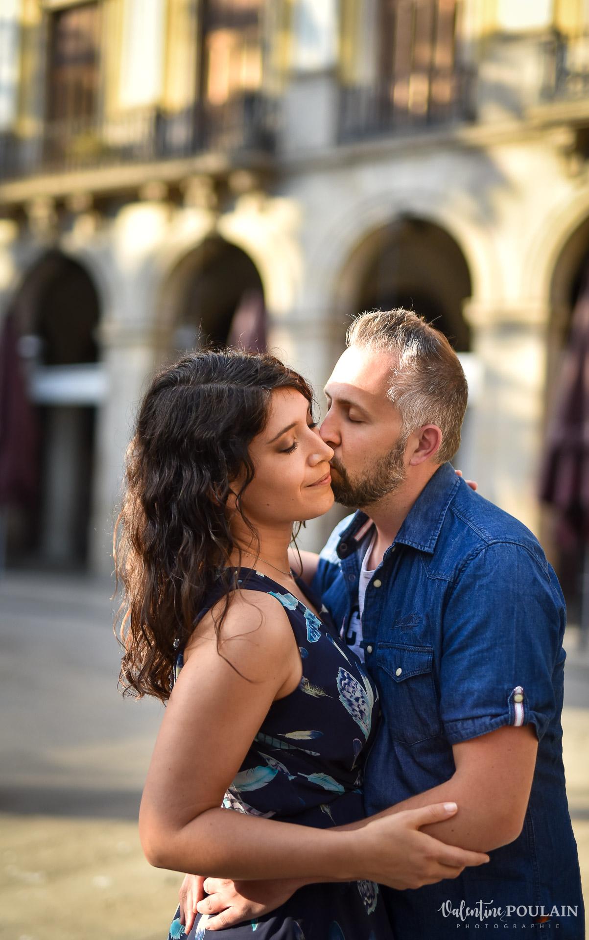 Séance photo couple Barcelone - Valentine Poulain place Royale
