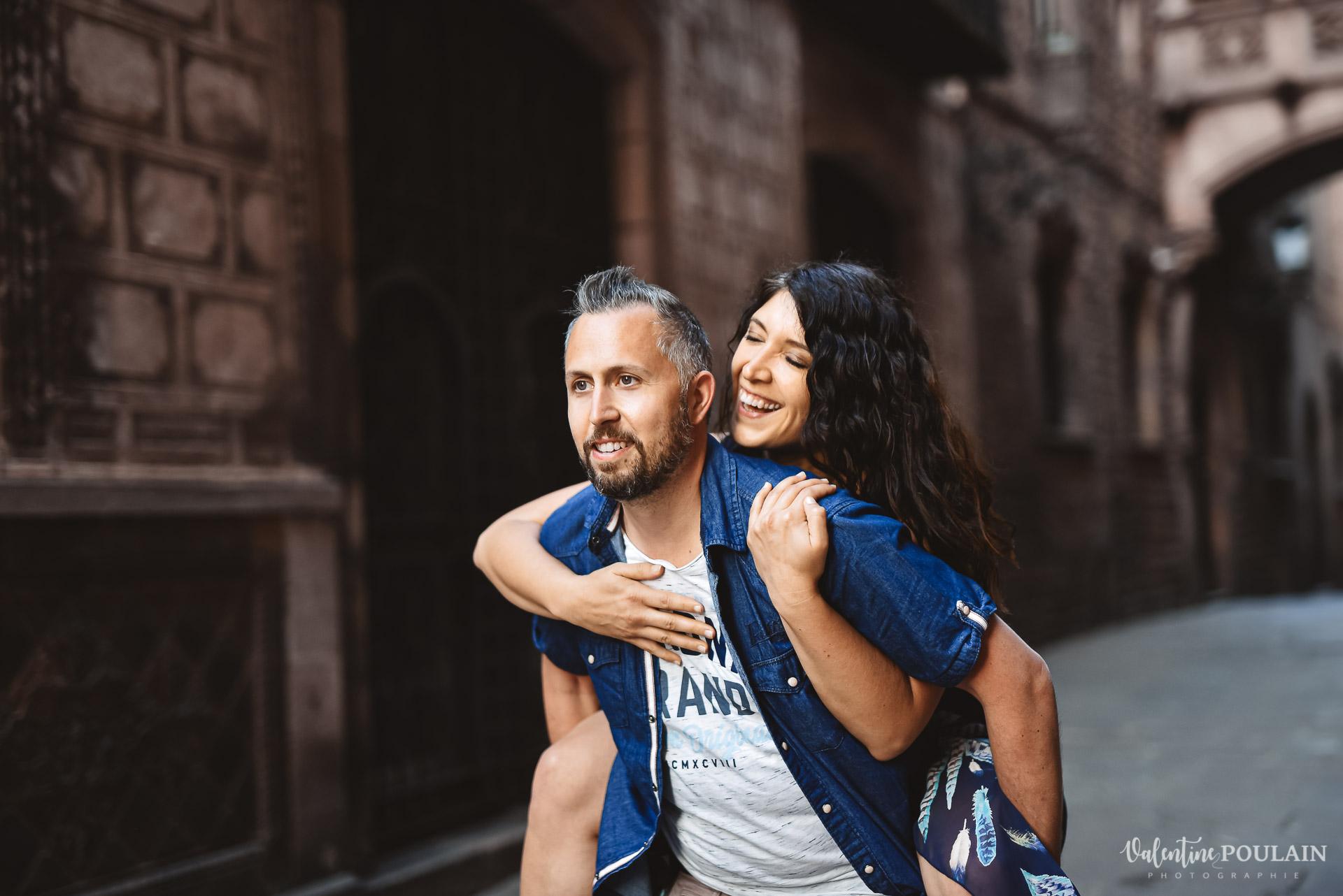 Séance photo couple Barcelone - Valentine Poulain enfants couleur