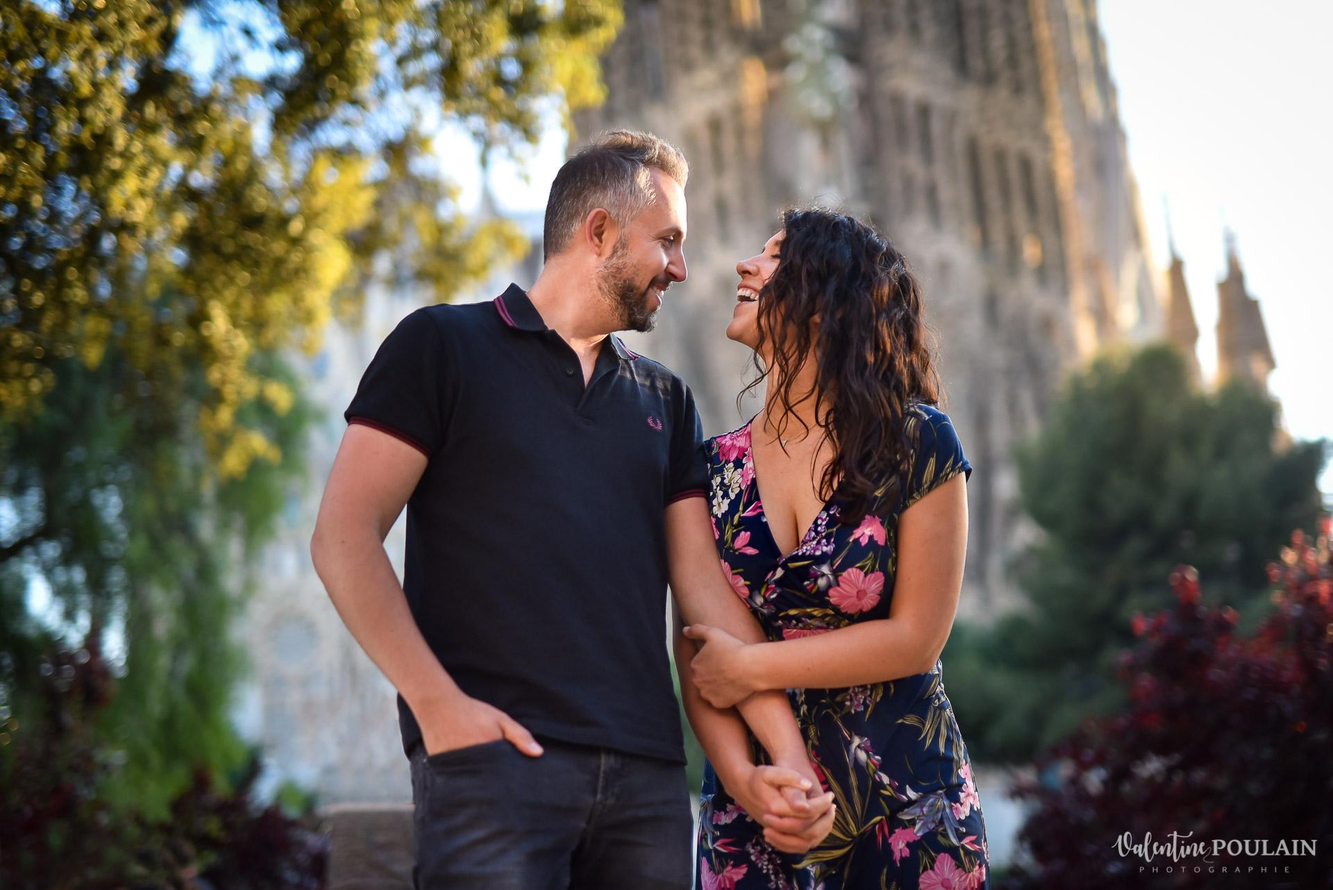 Séance photo couple Barcelone - Valentine Poulain fou rire