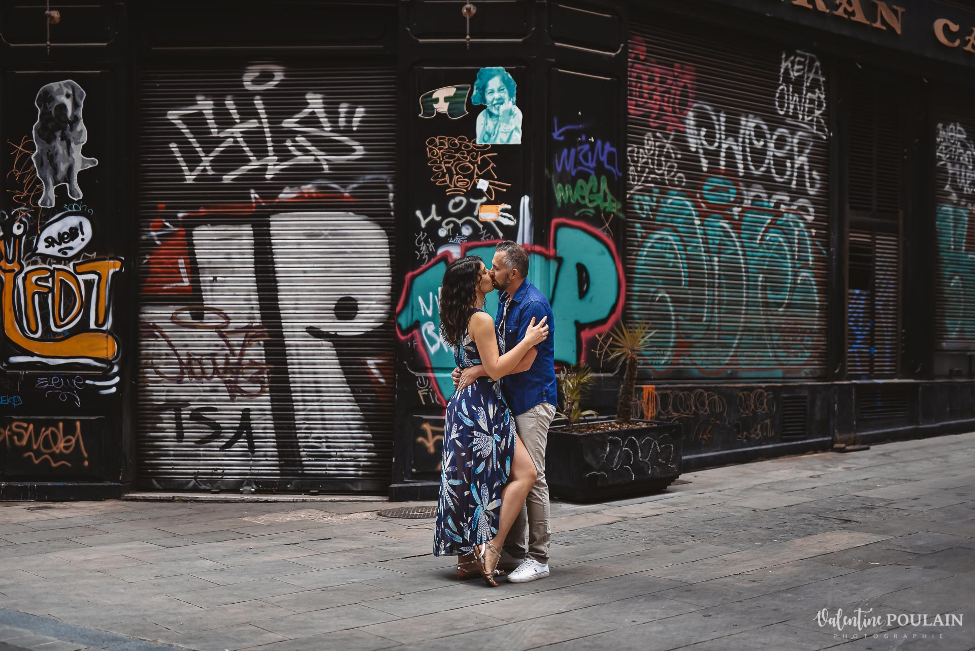 Séance photo couple Barcelone - Valentine Poulain fou graffitis