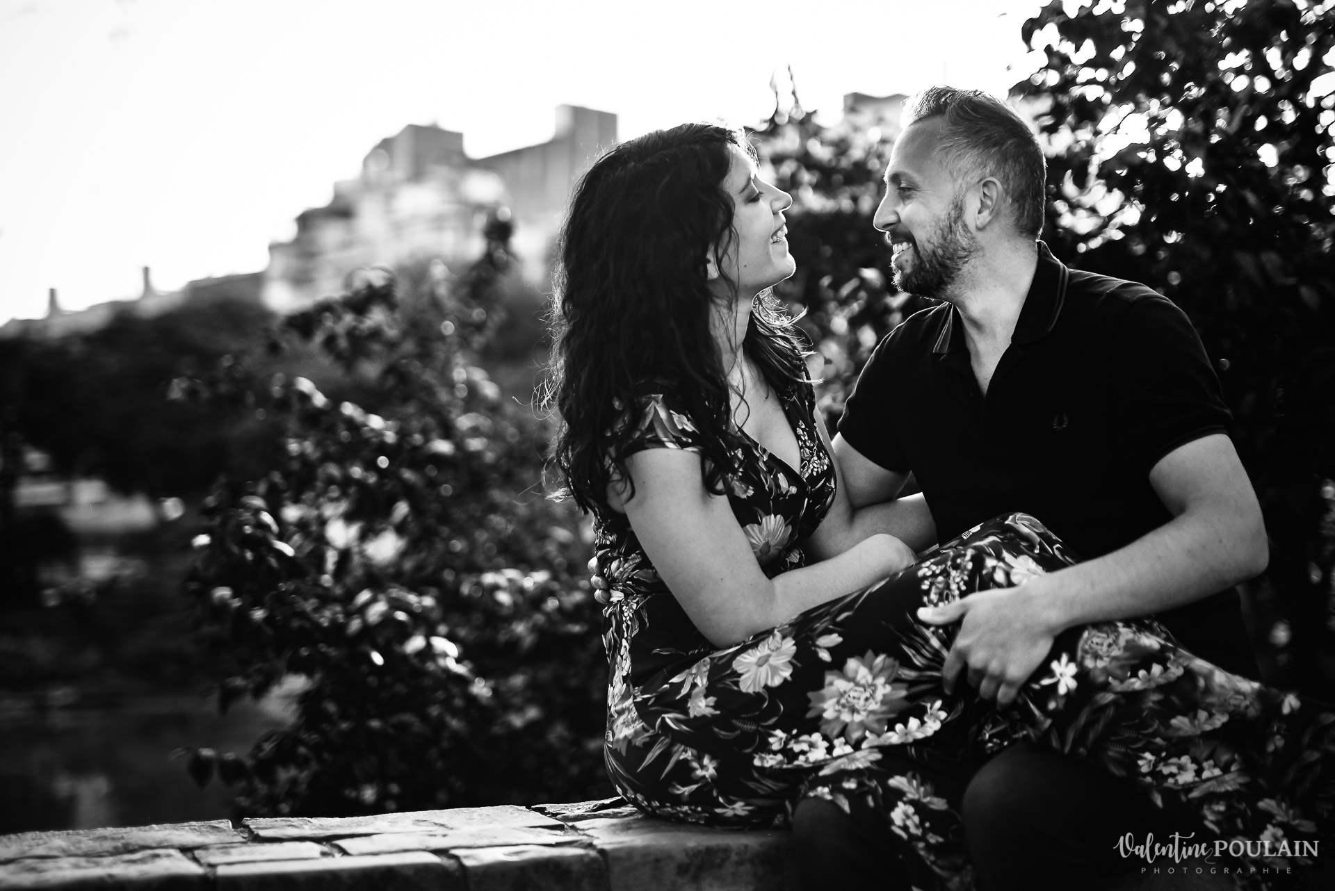 Séance photo couple Barcelone - Valentine Poulain noir et blanc