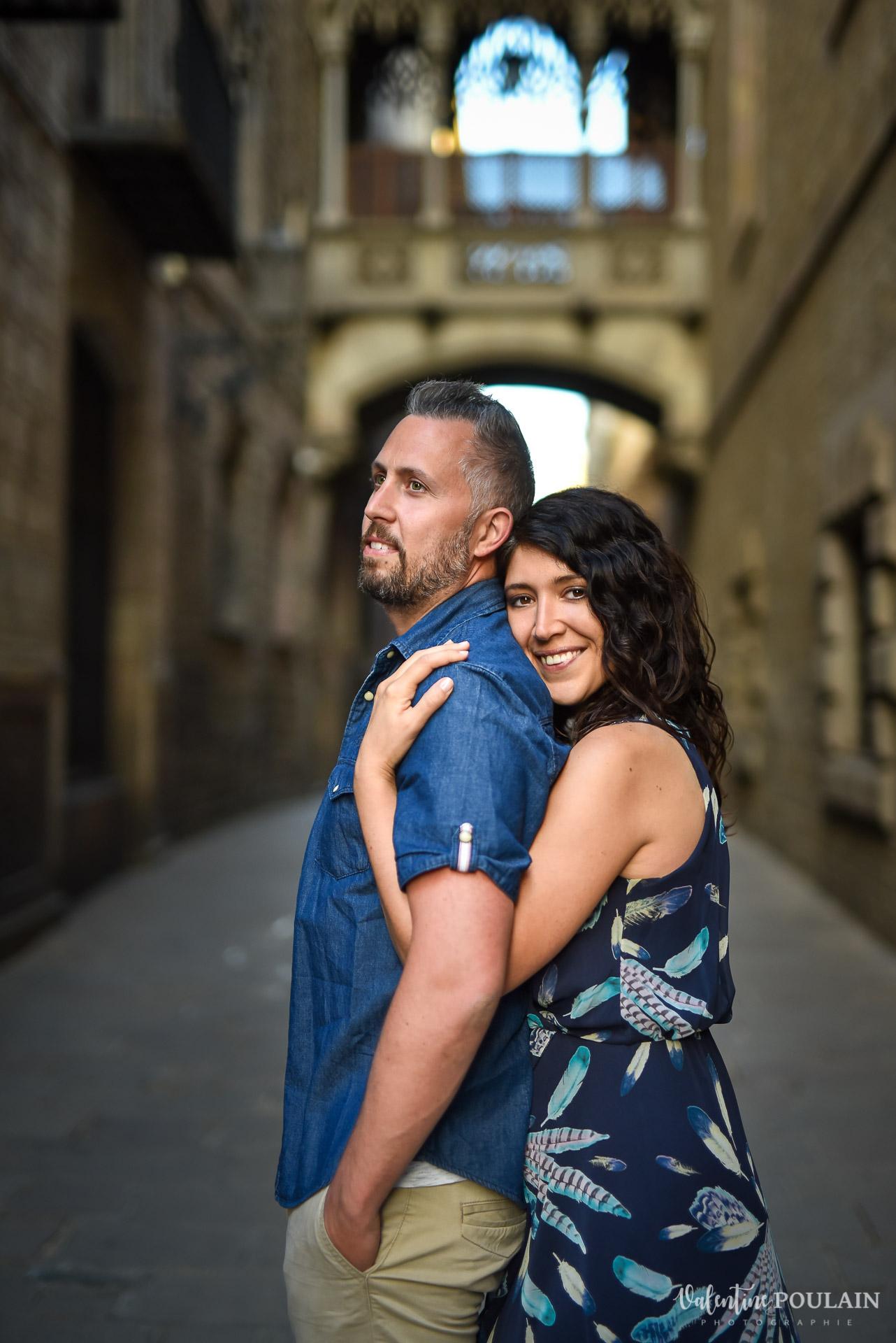 Séance photo couple Barcelone - Valentine Poulain quartier gothique