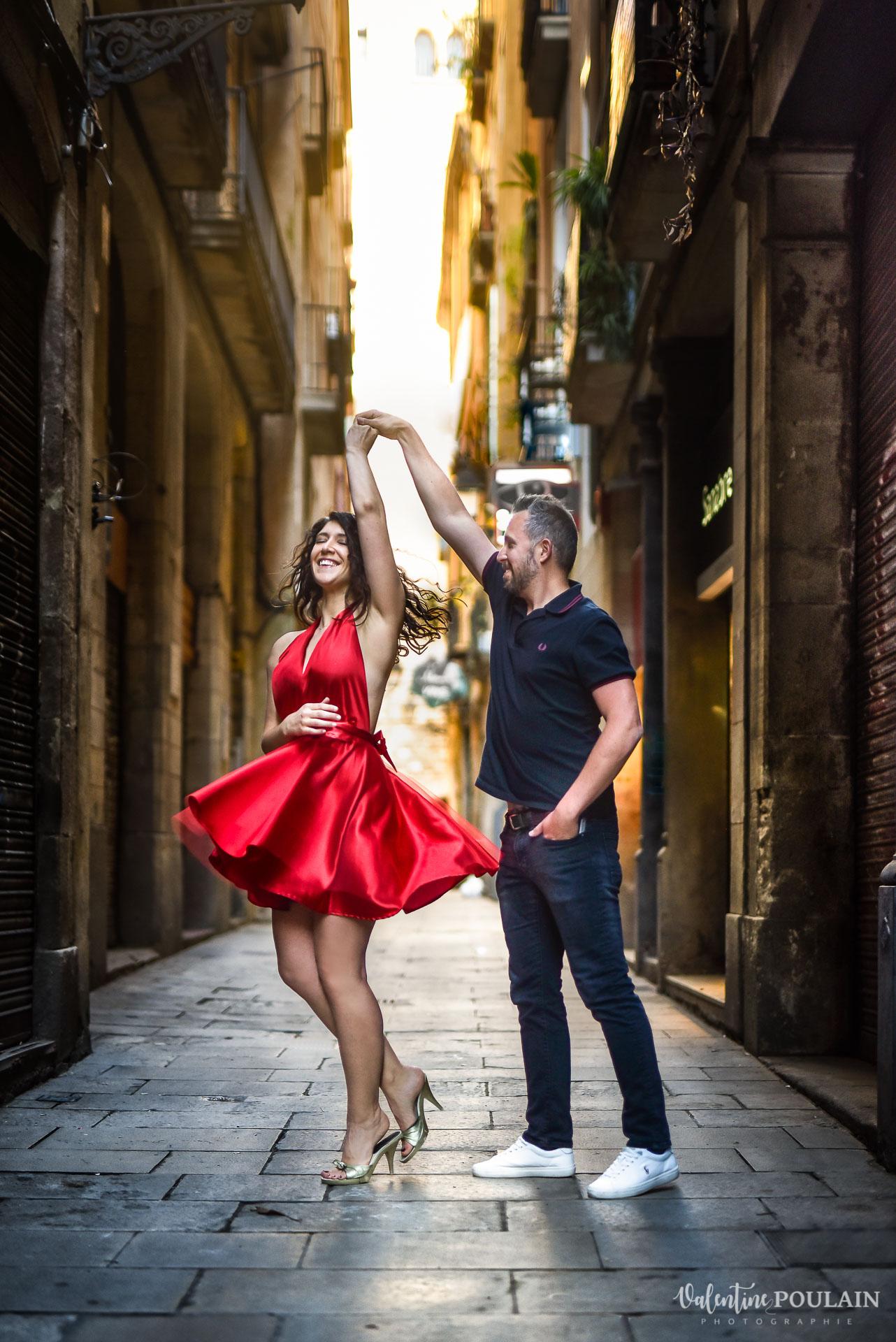 Séance photo couple Barcelone - Valentine Poulain robe créatrice