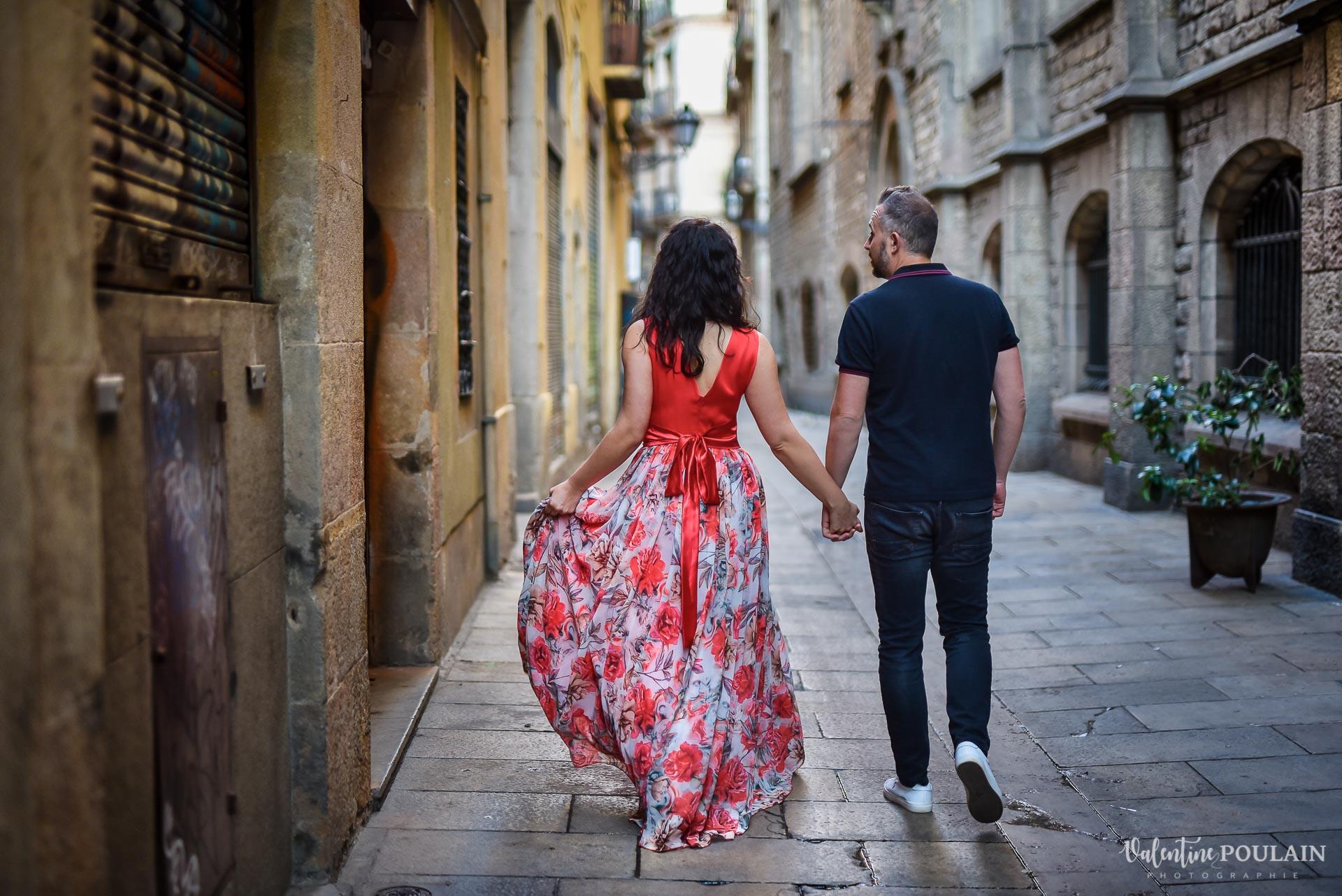 Séance photo couple Barcelone - Valentine Poulain robe longue