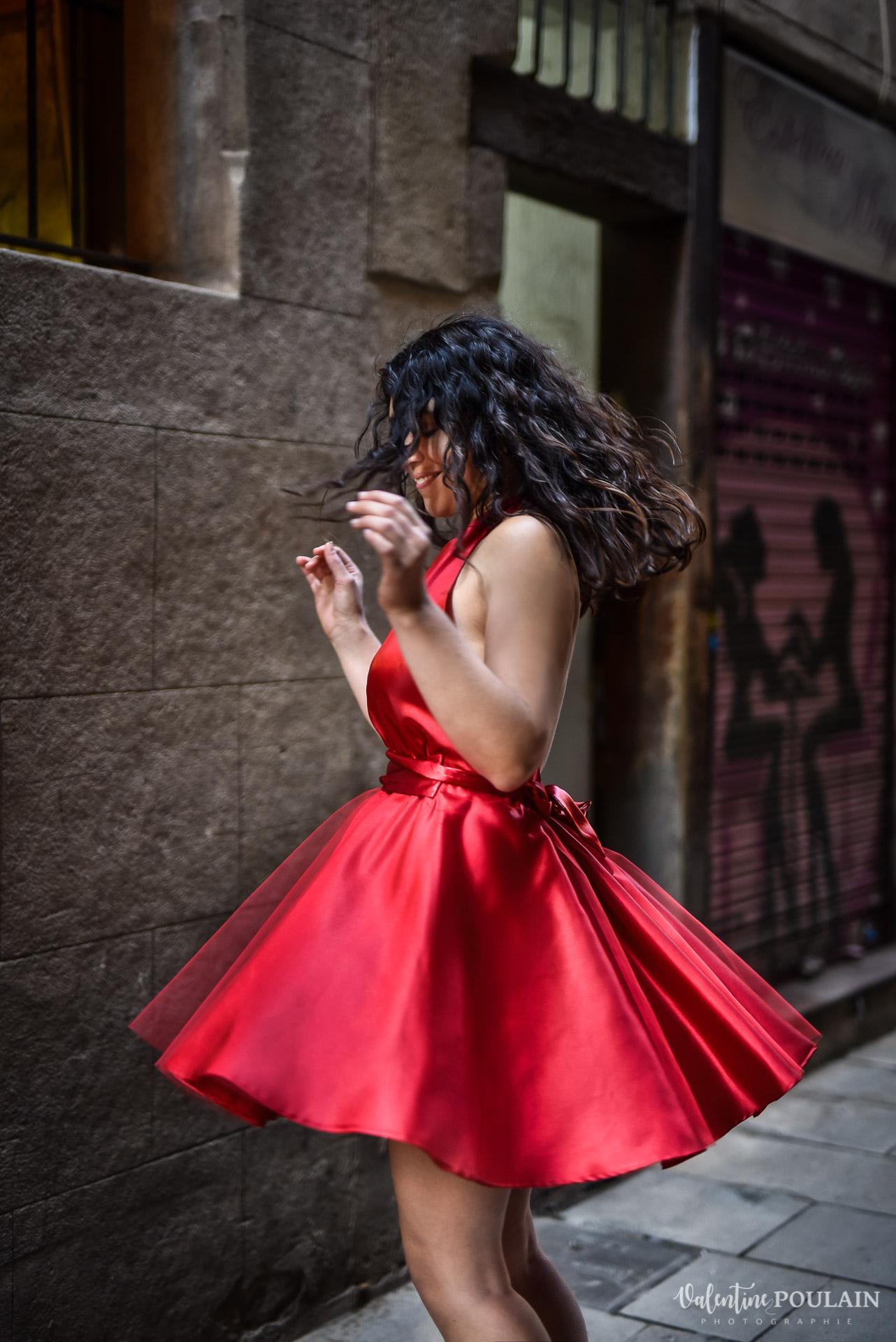 Séance photo couple Barcelone - Valentine Poulain robe courte