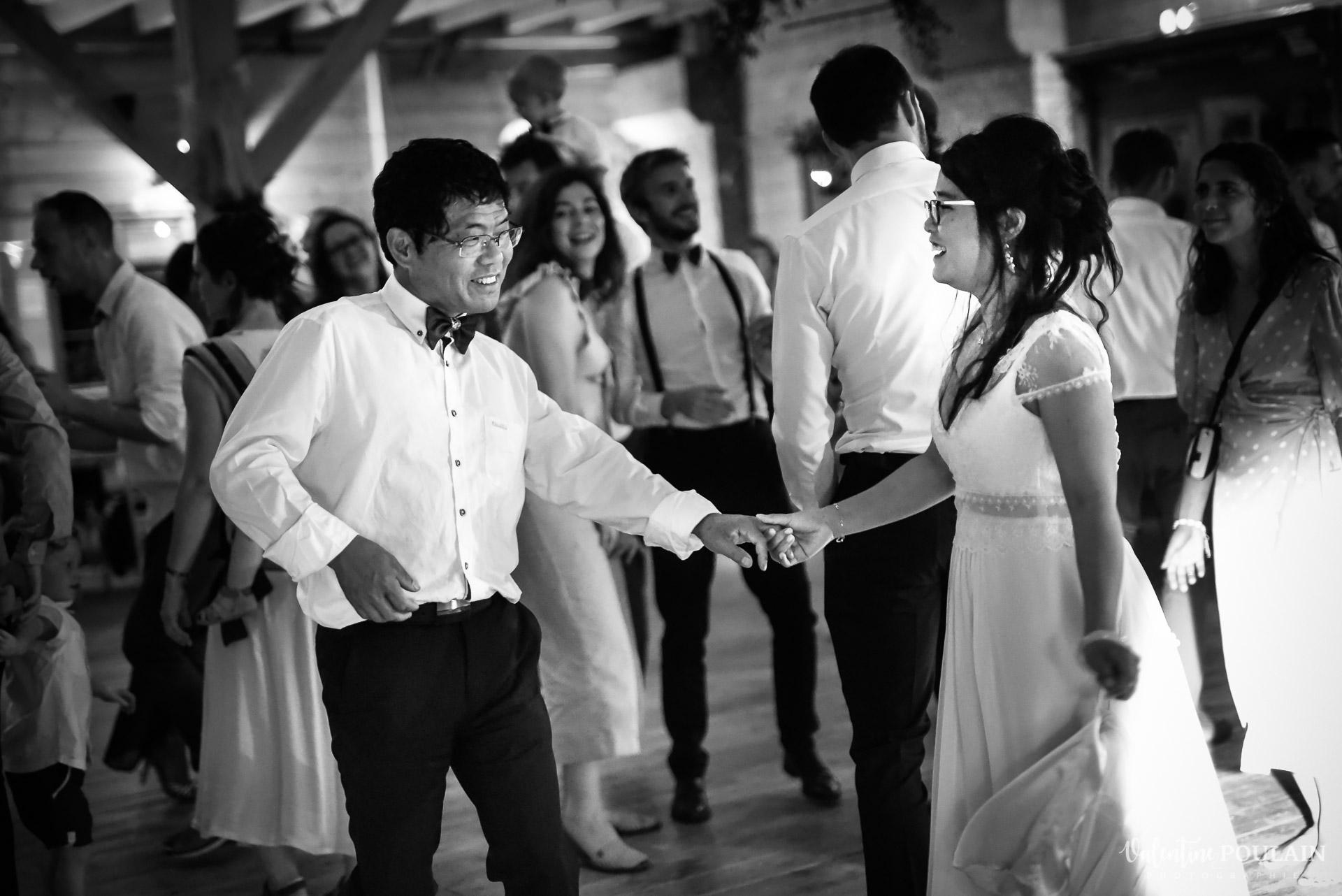 Mariage La Drille au bord de l'eau - Valentine Poulain danser pere