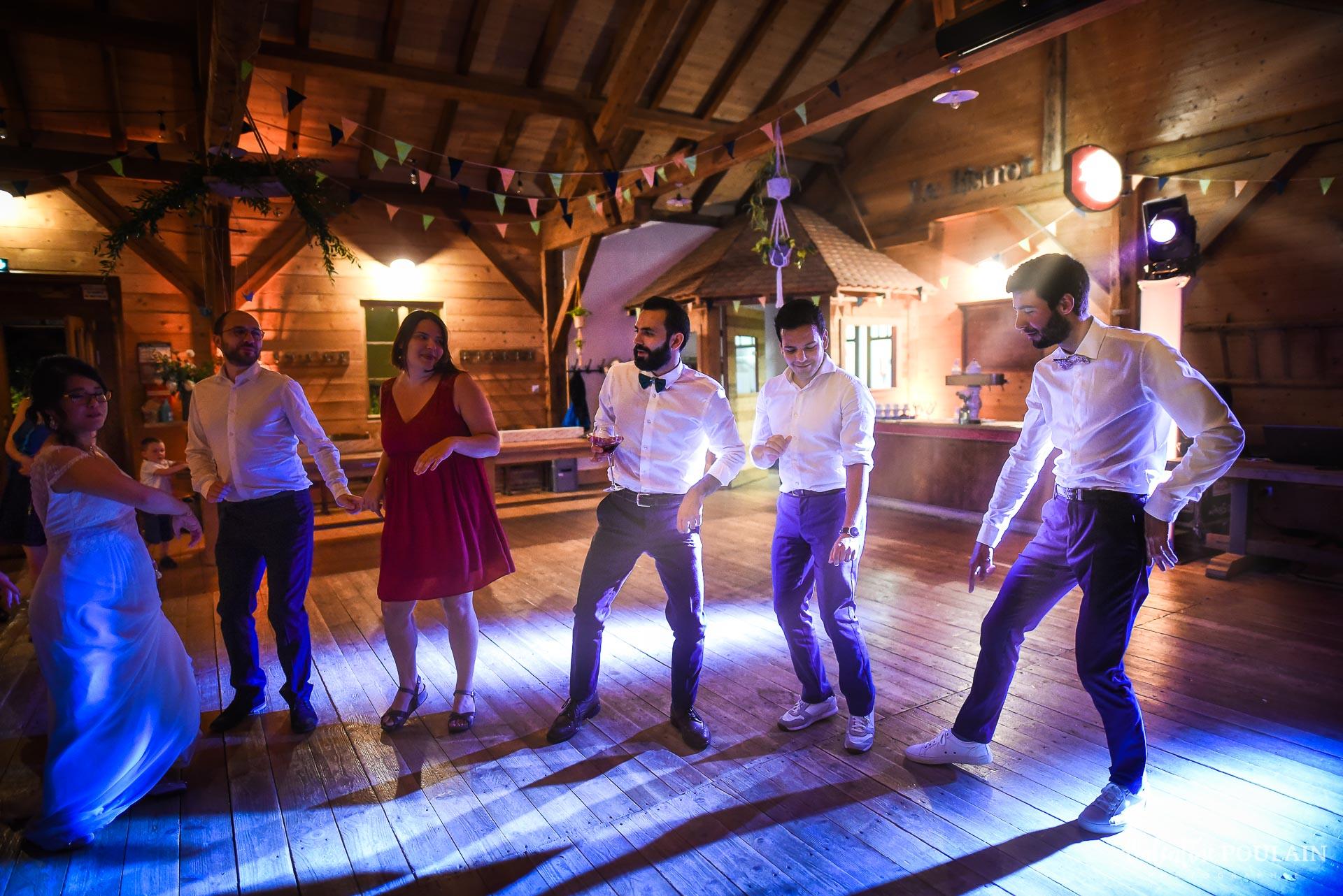 Mariage La Drille au bord de l'eau - Valentine Poulain danser