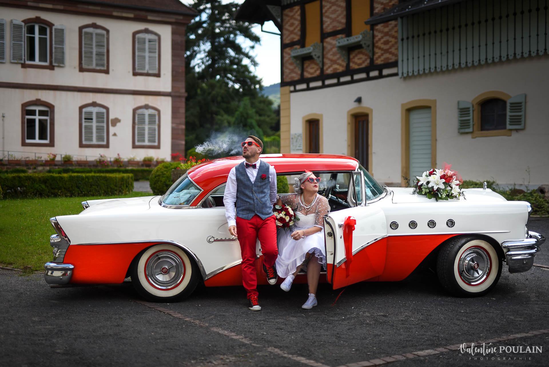 Mariage vintage rockabilly - Valentine Poulain voiture rouge