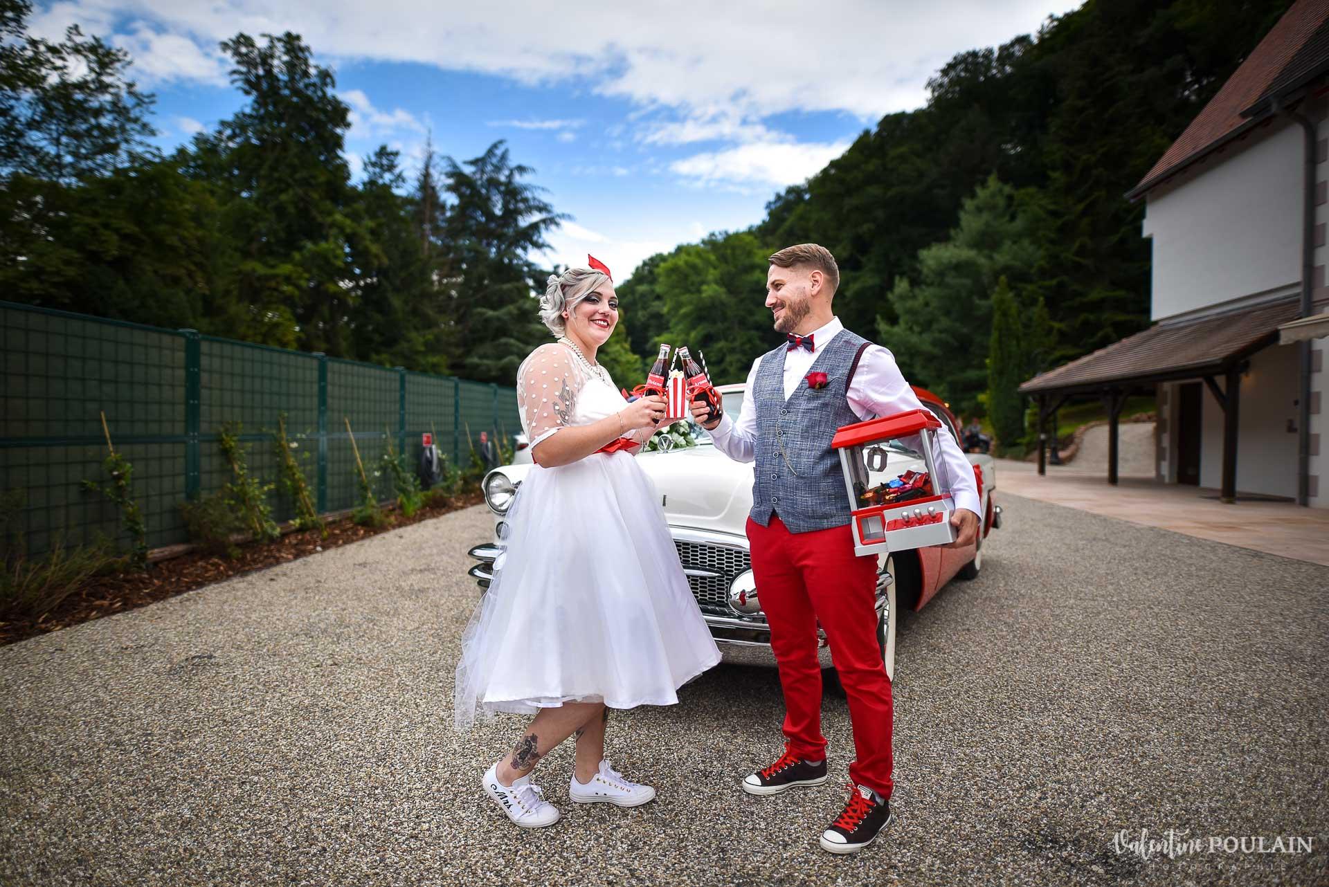 Mariage vintage rockabilly - Valentine Poulain bouteille voiture